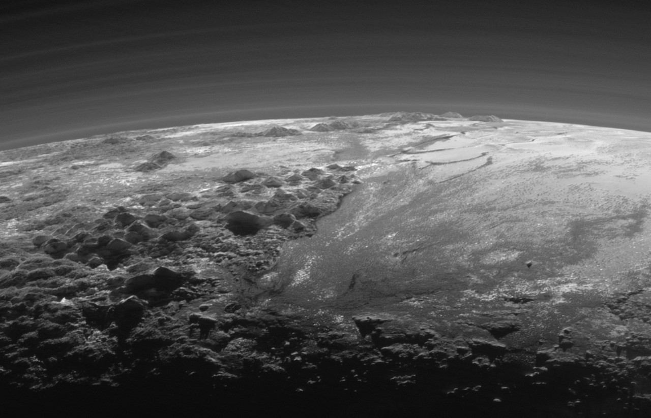 pluto-new-horizons-mountains-plains